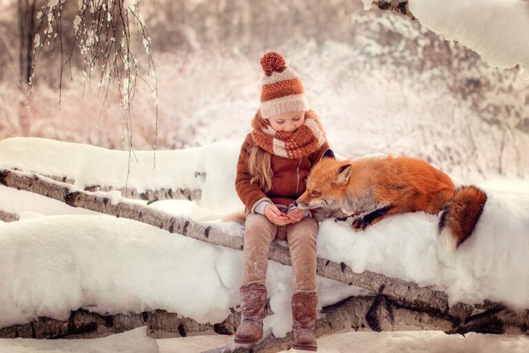 Девочка-с-лисой-в-зимнем-лесу-Фотограф-Анастасия-Фаббро